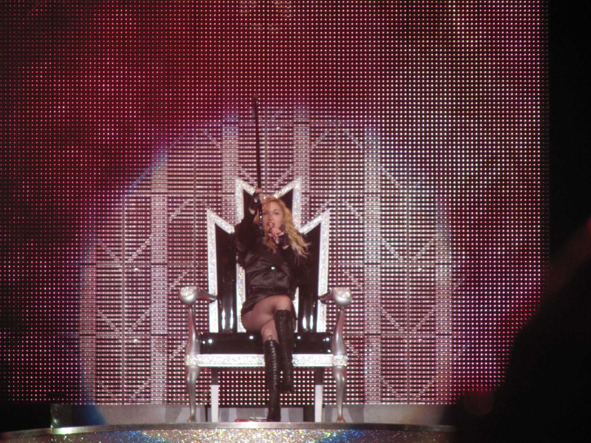 madonna-sticky-and-sweet-tour-zaragoza-antonio-0001